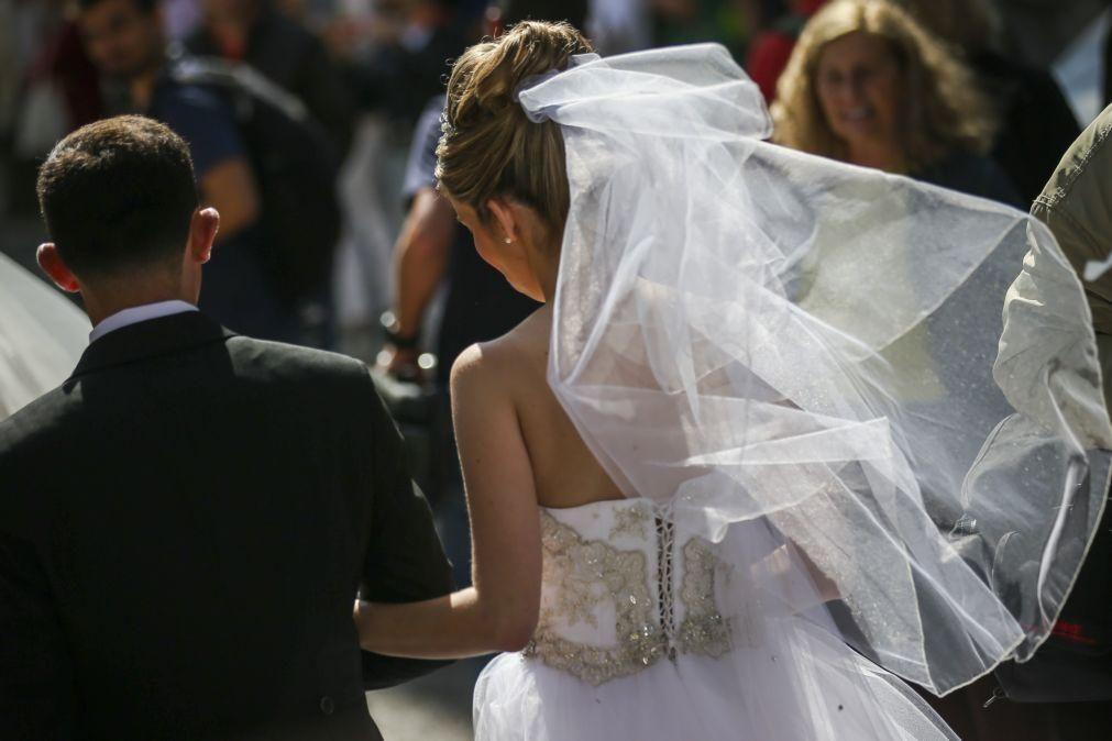 Covid-19: Casamentos e batizados com 50% de lotação a partir de 1 de maio