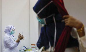 Covid-19: BioNTech vai destruir lote de vacinas com defeito em Macau