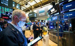 Wall Street inicia sessão no vermelho após novo recorde no S&P 500