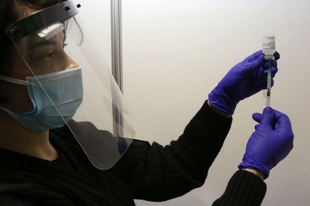 Covid-19: Grécia abre vacinação aos maiores de 30 anos