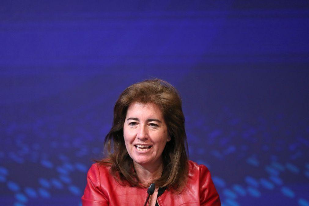 Ministra Ana Mendes Godinho contra