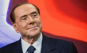 Covid-19: Silvio Berlusconi deixa hospital em Milão após 24 dias de exames
