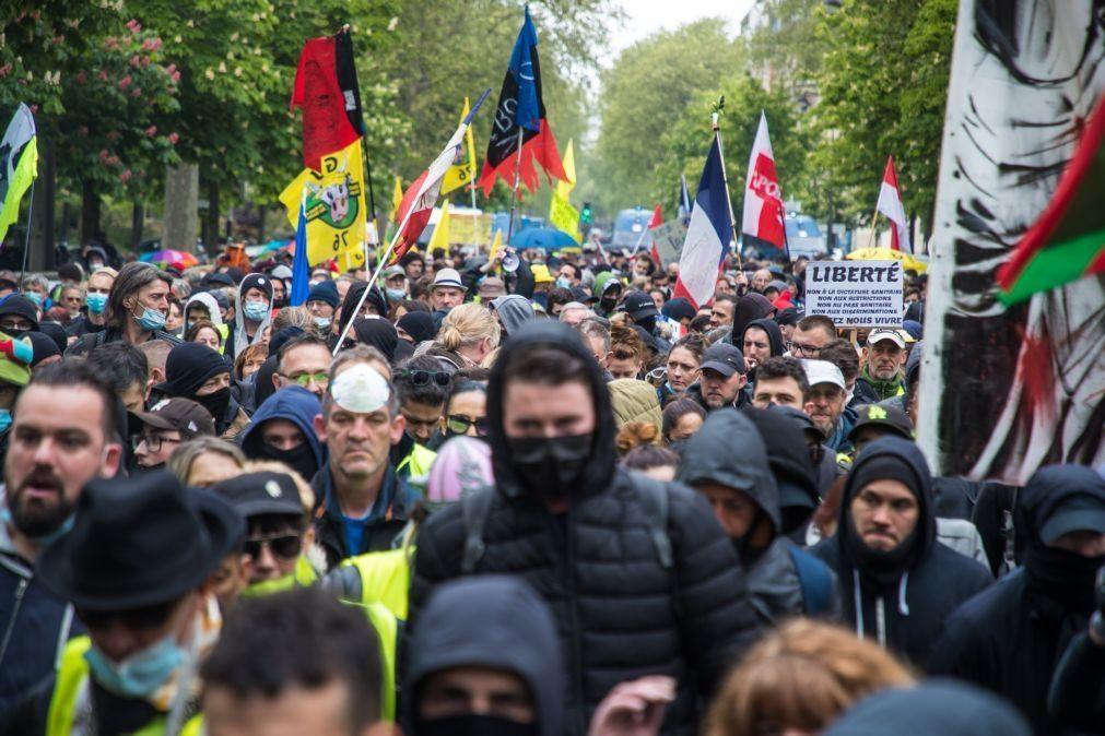 Trabalhadores saíram à rua em várias partes do mundo com restrições e incidentes