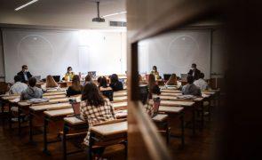 Covid-19: Continuar a estudar ficou mais difícil para um quarto de universitários