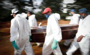 Covid-19: Brasil volta a aproximar-se de 3.000 mortes diárias e chega a 411.588 óbitos