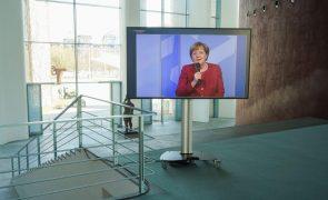 Merkel participa na Cimeira Social por videoconferência