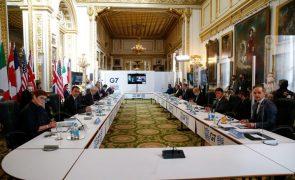 Covid-19: Casos na delegação indiana ao G7 obrigam ministro a participação virtual