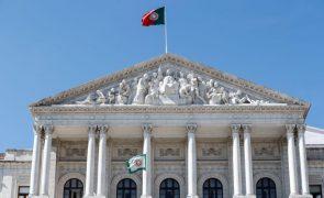 Covid-19: AR voltará a três plenários semanais com metade dos deputados a partir de dia 12
