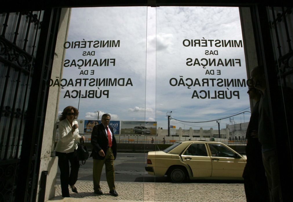 Ministério das Finanças considera inadequados os prémios de gestão aos administradores do Novo Banco