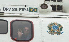 Covid-19: Presidente do Brasil diz que pode agir por decreto contra restrições