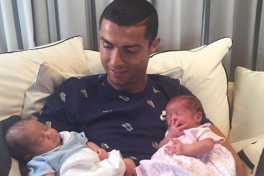 Gémeos de Ronaldo já têm conta nas redes sociais