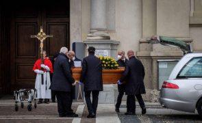Covid-19: Itália com 11.807 novos casos e vai começar a vacinar maiores de 50 anos