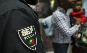 Inspetores e funcionários hoje em greve contra fim do SEF