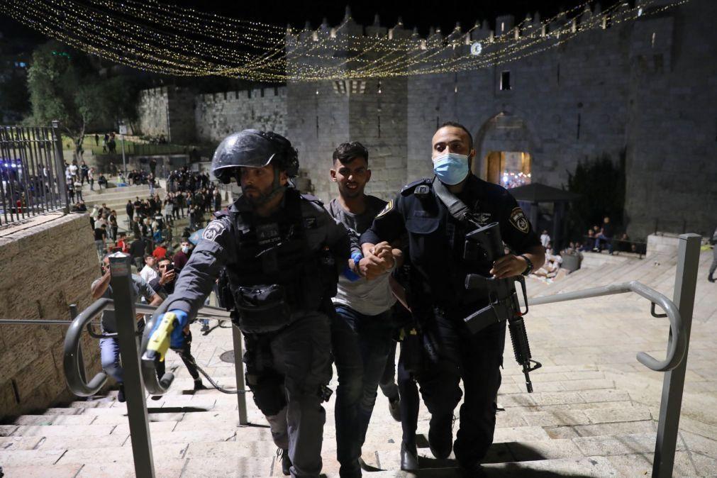 Dois feridos em confrontos entre a polícia israelita e palestinianos na Esplanada das Mesquitas