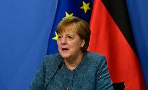 Merkel recorda vítimas do nazismo no aniversário do fim da II Guerra Mundial