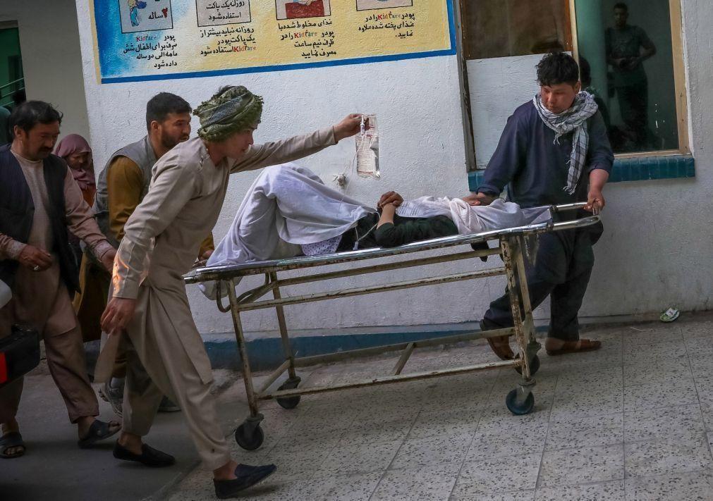 Bomba junto a escola em Cabul, no Afeganistão, causa 25 mortos e 50 feridos