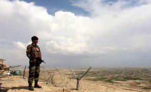 Pelo menos 250 talibãs morrem em combates com tropas afegãs