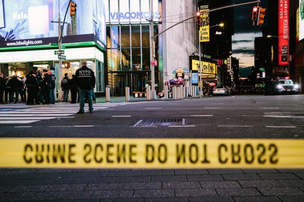 Polícia procura homem que baleou duas mulheres e uma criança em Nova Iorque