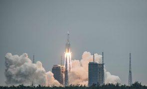 Maior parte do foguetão chinês desintegrou-se no regresso à Terra
