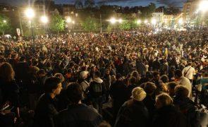 Covid-19: Polícia dispersa multidão que comemorava fim do recolher obrigatório em Bruxelas