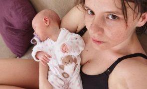 Cecília Henriques surge em topless para mostrar corpo pós-parto