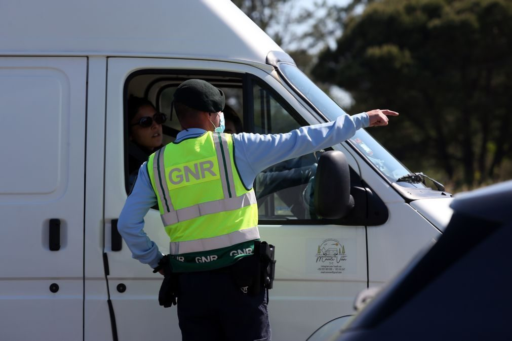 Covid-19: GNR trava entrada a 155 trabalhadores na cerca sanitária em Odemira