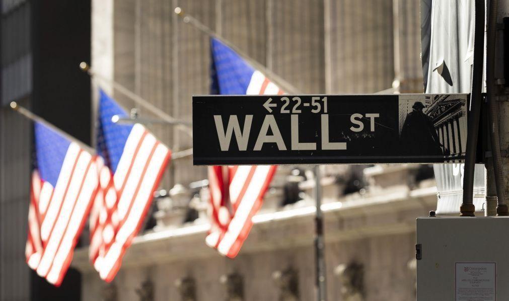 Tecnológicas lideram perdas em Wall Street com Dow Jones em máximos