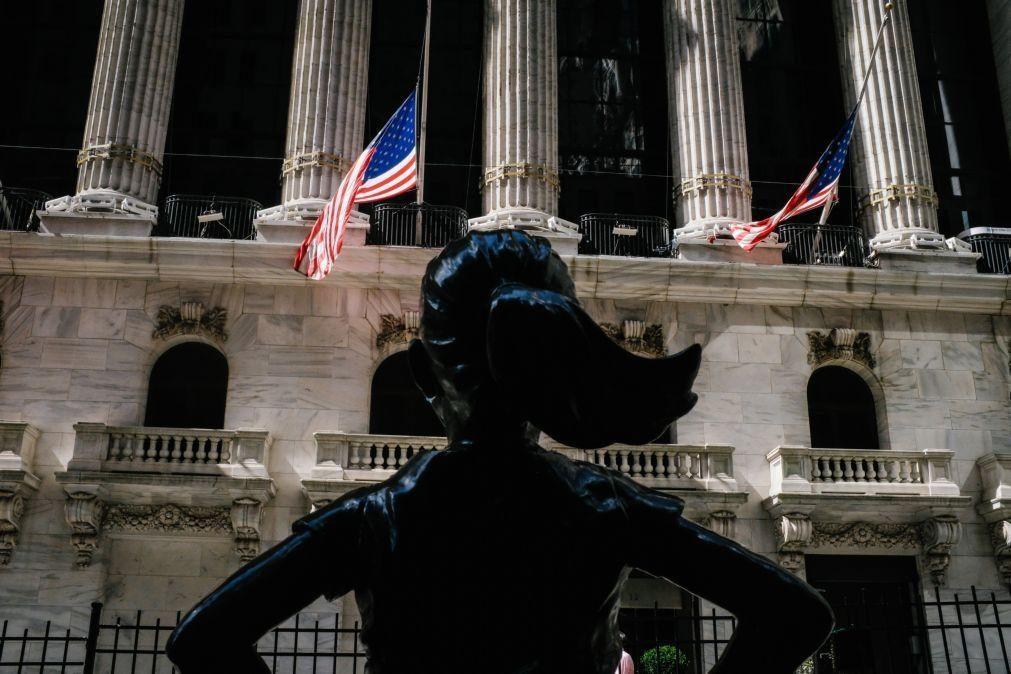 Wall Street fecha em baixa arrastada pela tecnologia e vendas de última hora