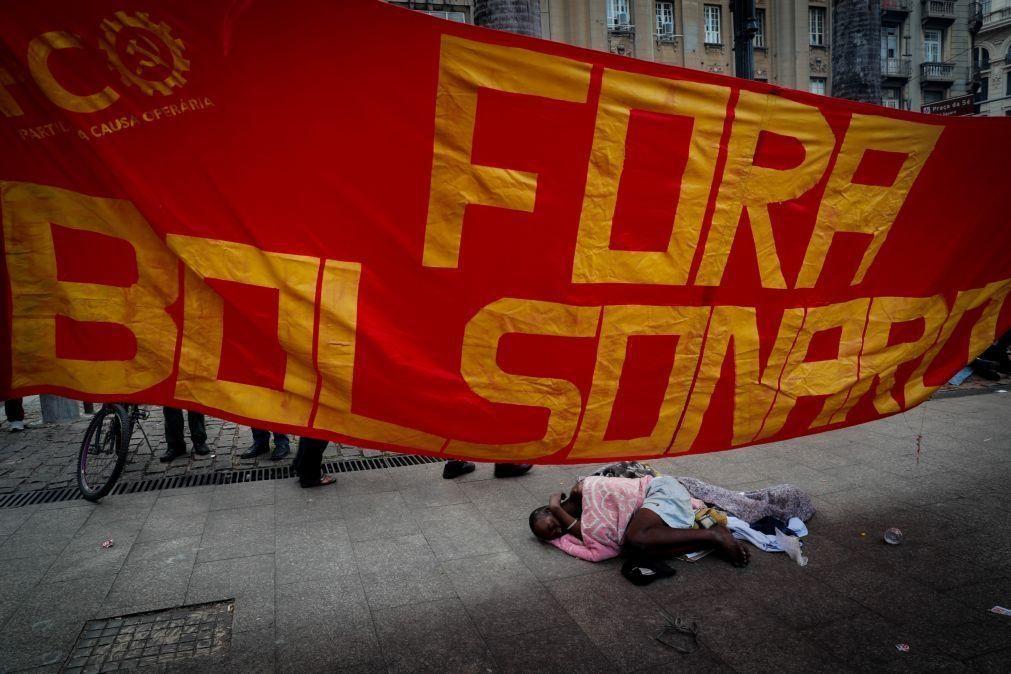 Covid-19: Chico Buarque assina manifesto para destituição de Bolsonaro
