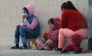 Dezenas de milhares de menores migrantes detidos em 200 centros nos EUA