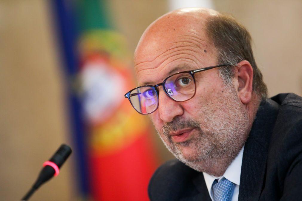 Ministro do Ambiente reconhece que venda de barragens é incomum mas não afeta territórios