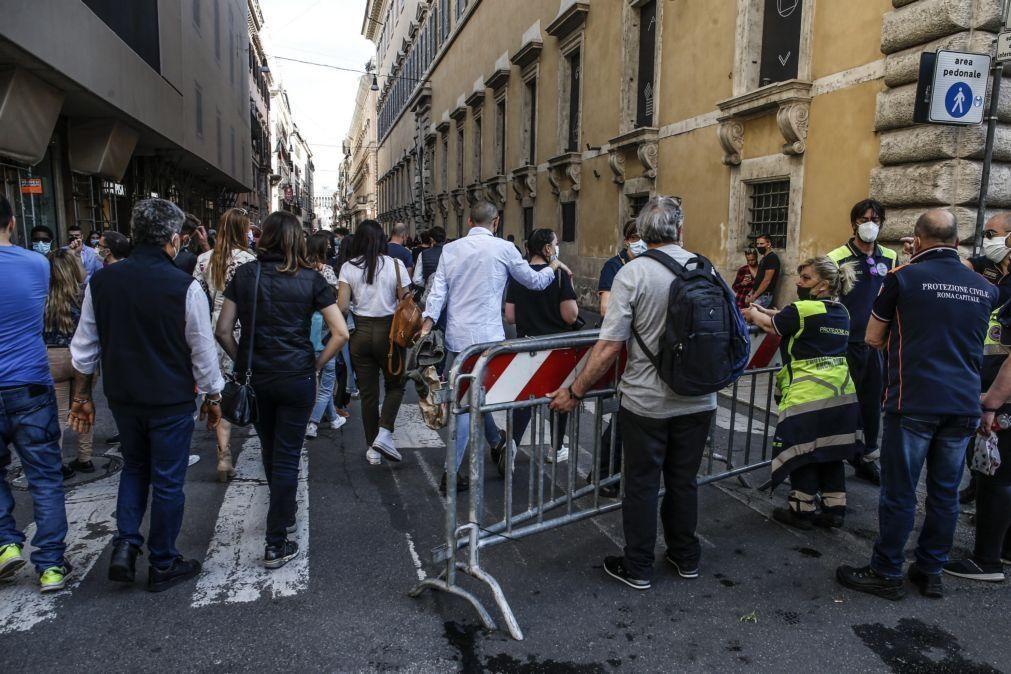 Covid-19: Itália regista 6.946 novos casos num dia e aumenta pressão para aliviar restrições