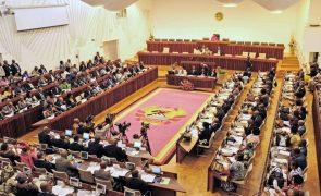 Regalias ficam fora da agenda parlamentar moçambicana após críticas