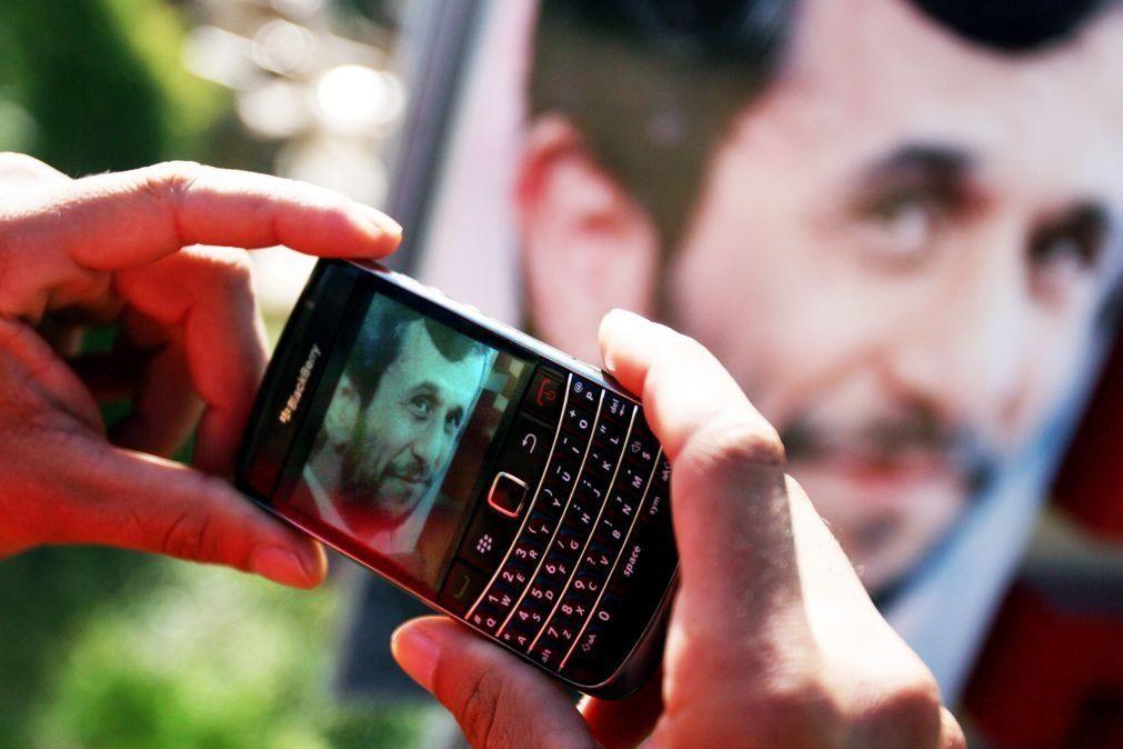 Televisão estatal anuncia que Ahmadinejad se vai candidatar à Presidência do Irão