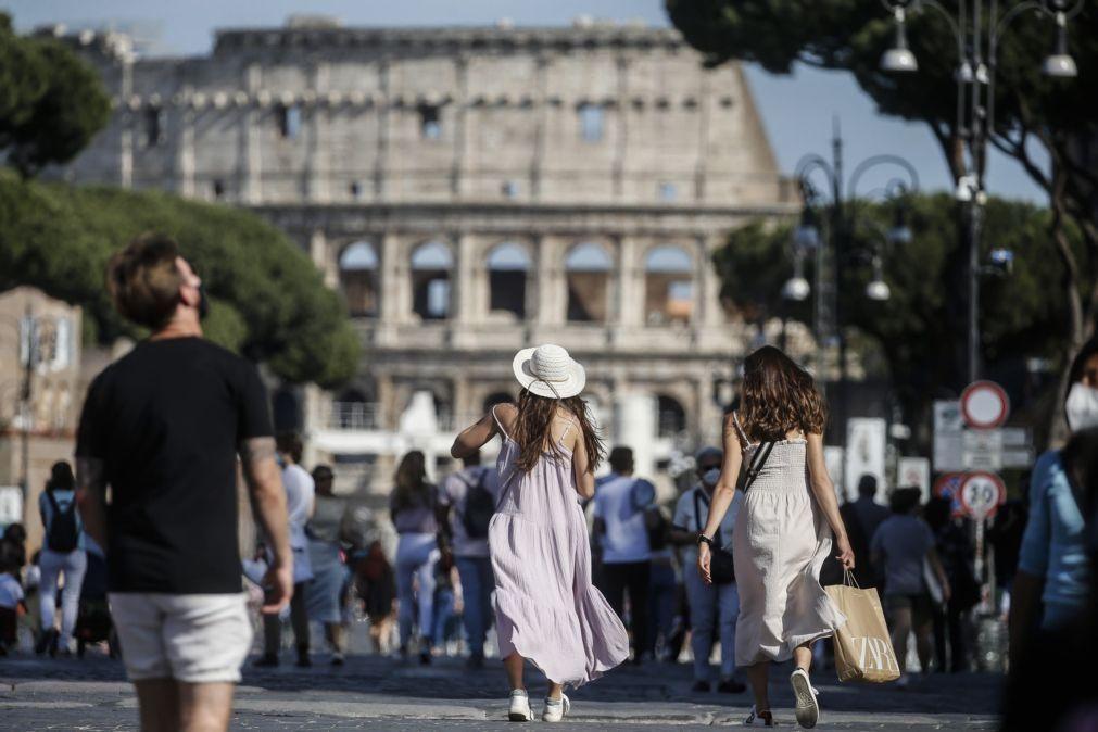 Covid-19: Itália soma 7.852 novos casos e supera as 25 milhões de inoculações