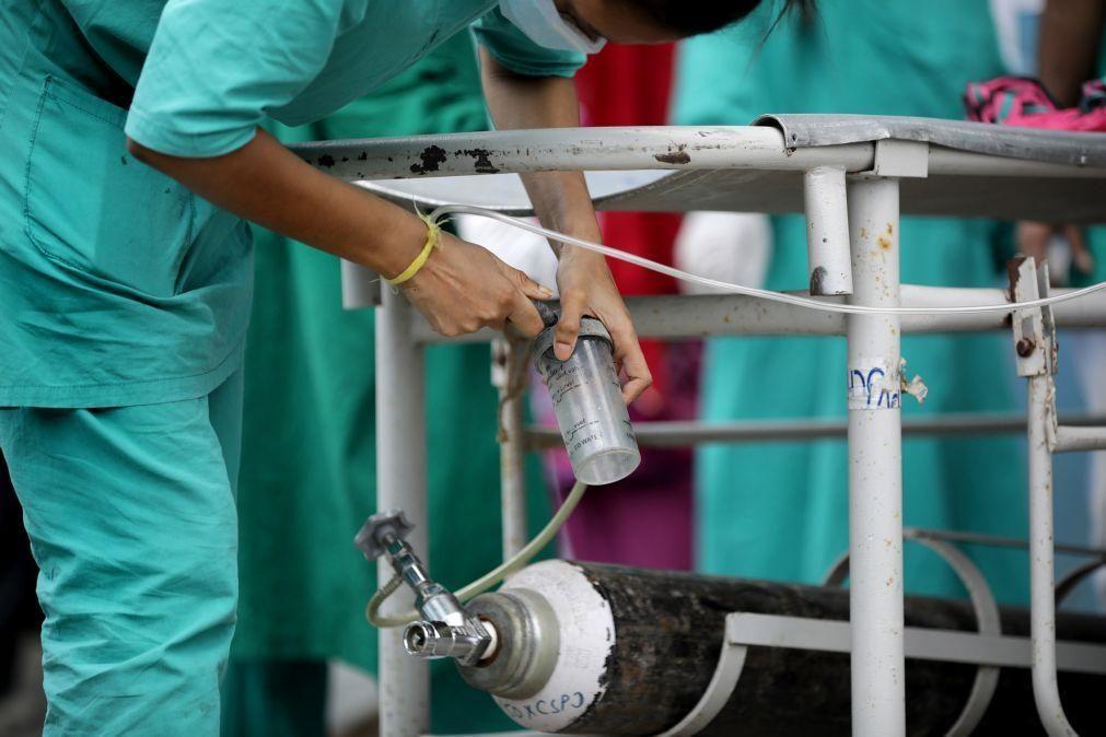 Covid-19: Número de doentes internados em França desce