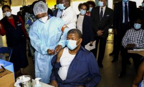 Covid-19: Presidente angolano foi vacinado e alertou que