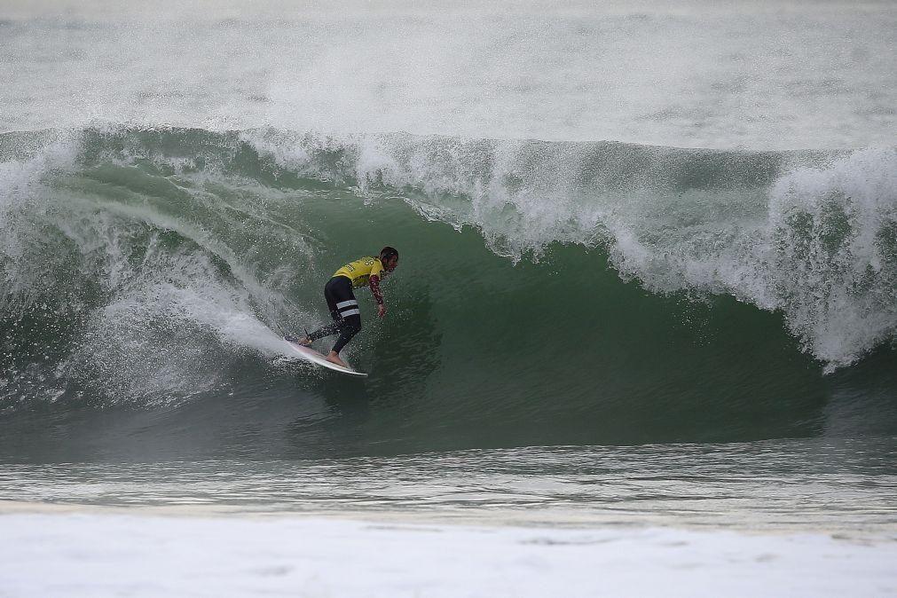 Quatro surfistas portugueses avançam para quinta ronda da prova de Santa Cruz