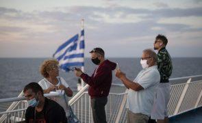 Covid-19: Grécia levanta limitações de movimento e reabre o turismo