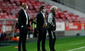Rui Costa vai poder estar no banco do Benfica no dérbi contra o Sporting