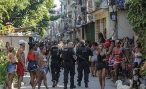 Covid-19 Queda acentuada na vacinação no Brasil por falta de matéria-prima