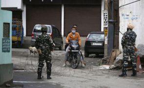 Covid-19: Índia regista 326.098 novos casos, o número mais baixo desde 26 de abril
