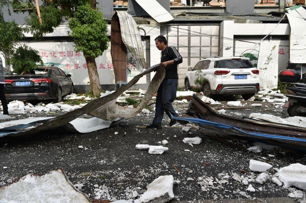 Sobe para 12 o número de mortos em dois tornados na China