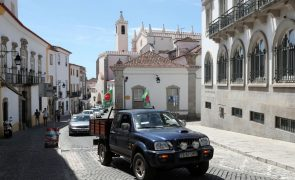 Marcha lenta em Évora sensibiliza para problemas das culturas superintensivas