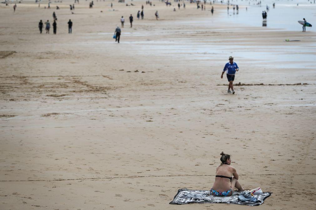 Covid-19: Banhistas da praia de Carcavelos manifestam segurança no arranque da época balnear