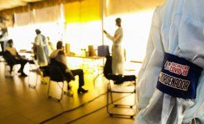 Covid-19: Angolanos aderem à vacinação, medo e desinformação são barreiras a vencer