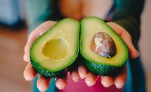 """Celulite: Estes alimentos ajudam a """"eliminar"""" a casca laranja no bumbum e não só"""