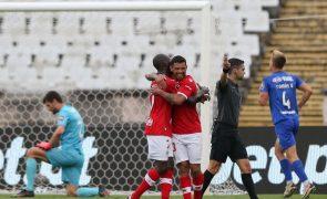 Santa Clara sobe ao sexto lugar com 'bis' de Carlos Júnior frente ao Belenenses SAD