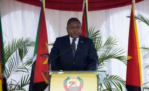 Presidente de Moçambique reunido em Paris com a petrolífera Total