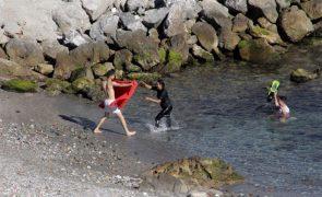 Sobe para 145 número de migrantes que chegaram a nado a Ceuta